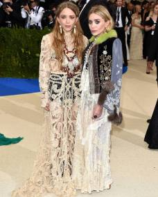 rs_599x749-170501171348-1080.Mary-Kate-Ashley-Olsen-Instagram-Met-Gala.kg.050117