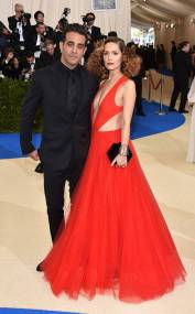 rs_634x1024-170501154550-634.Rose-Byrne-Bobby-Cannavale-Met-Gala-New-York.kg.050117